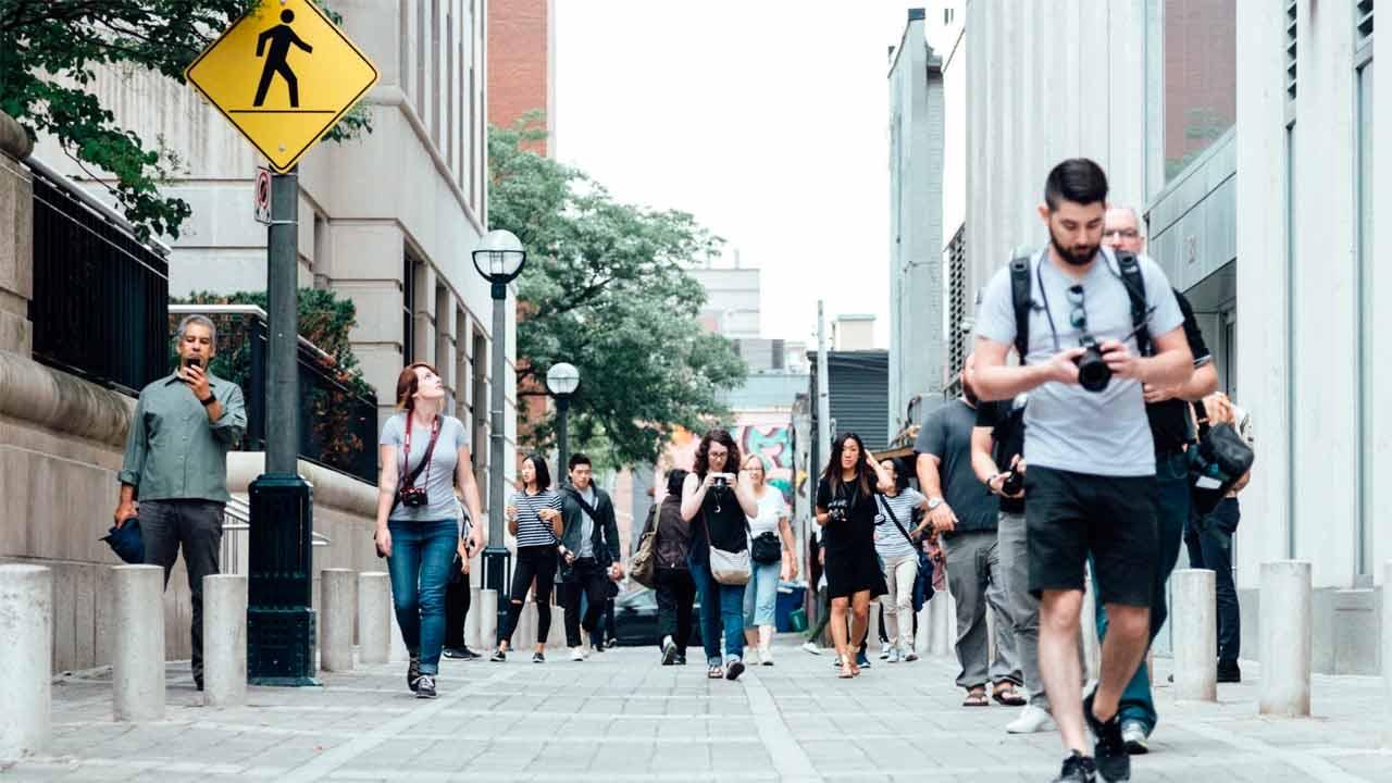 ¿Caminar 10,000 pasos al día te pone en forma?