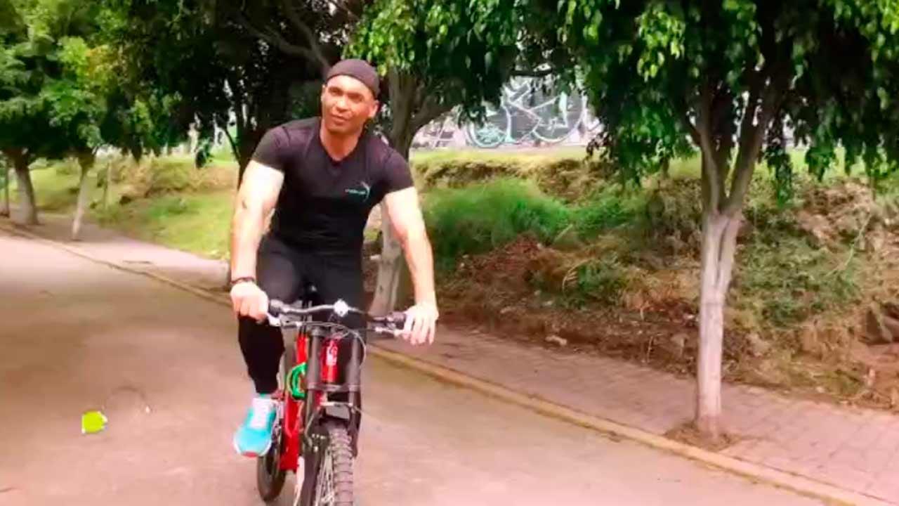 Rutina en bicicleta con ejercicios funcionales
