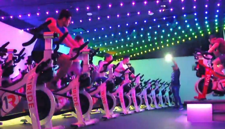 Indoor cycling, realiza ejercicio divirtiéndote