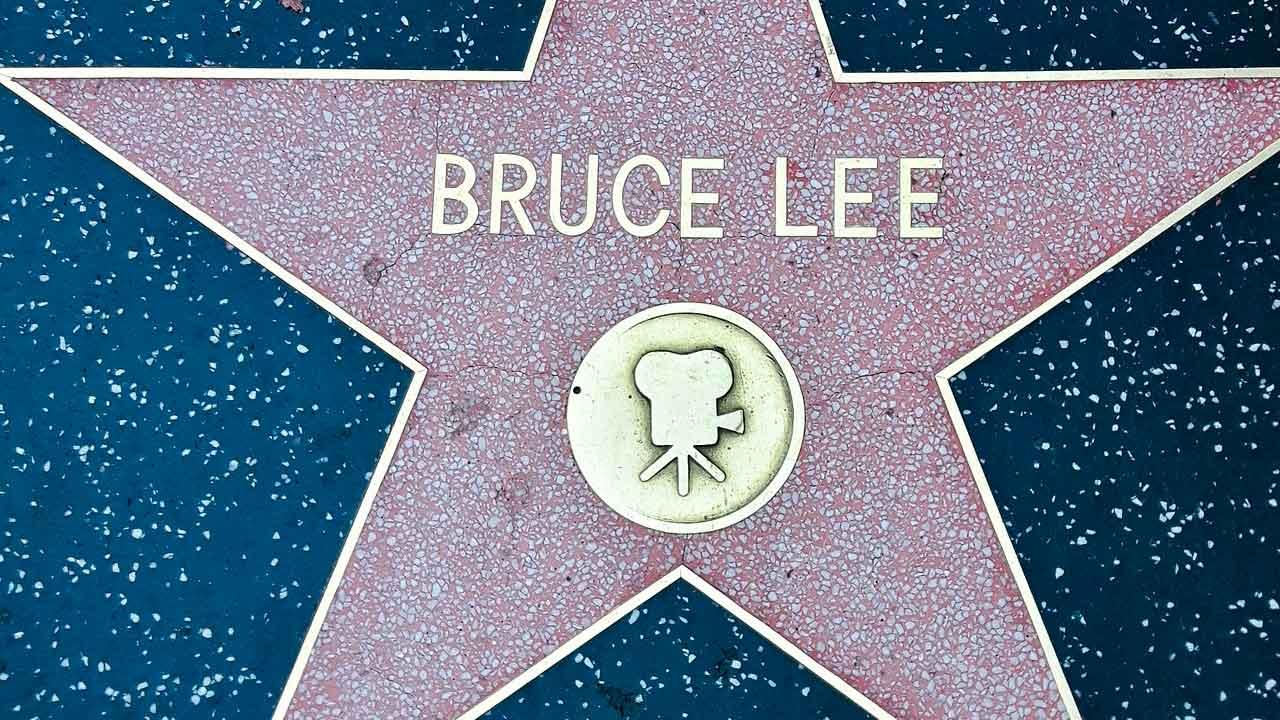 Entrena el abdomen al estilo Bruce Lee